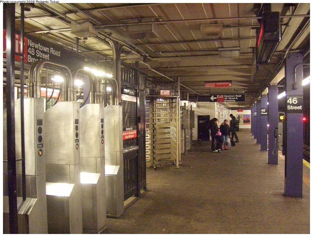 (275k, 1044x791)<br><b>Country:</b> United States<br><b>City:</b> New York<br><b>System:</b> New York City Transit<br><b>Line:</b> IND Queens Boulevard Line<br><b>Location:</b> 46th Street <br><b>Photo by:</b> Roberto C. Tobar<br><b>Date:</b> 12/20/2008<br><b>Viewed (this week/total):</b> 1 / 1355