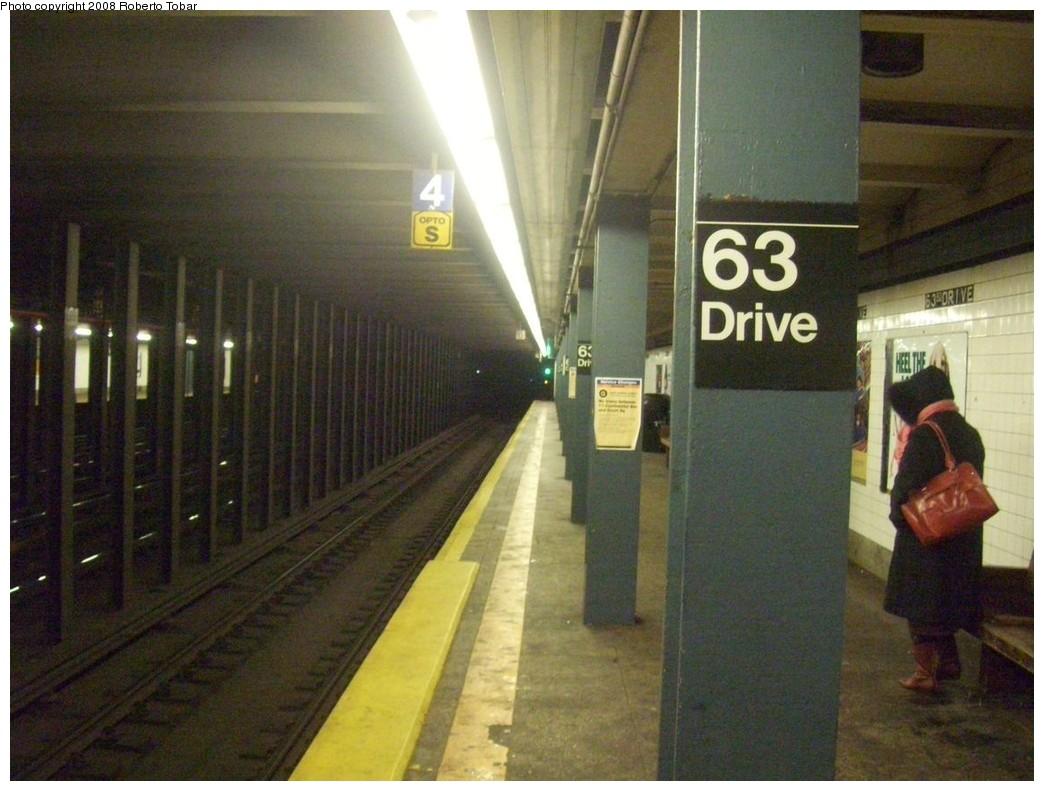 (202k, 1044x791)<br><b>Country:</b> United States<br><b>City:</b> New York<br><b>System:</b> New York City Transit<br><b>Line:</b> IND Queens Boulevard Line<br><b>Location:</b> 63rd Drive/Rego Park <br><b>Photo by:</b> Roberto C. Tobar<br><b>Date:</b> 12/20/2008<br><b>Viewed (this week/total):</b> 1 / 1341