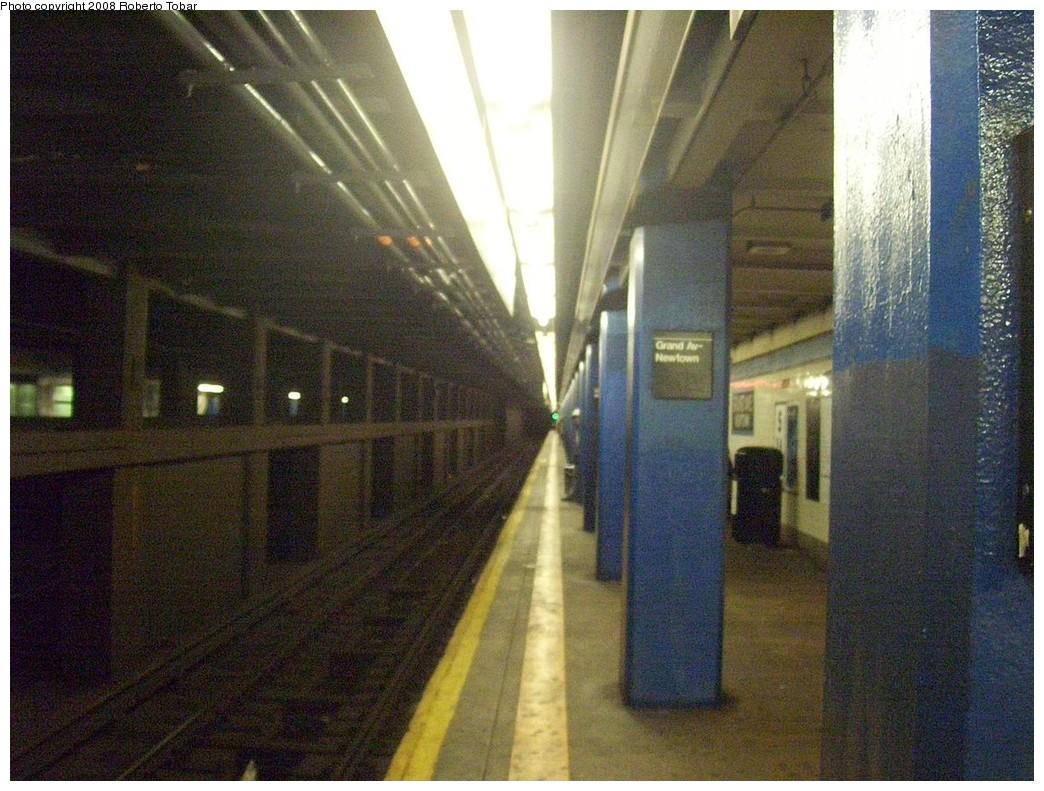 (251k, 1044x791)<br><b>Country:</b> United States<br><b>City:</b> New York<br><b>System:</b> New York City Transit<br><b>Line:</b> IND Queens Boulevard Line<br><b>Location:</b> Grand Avenue/Newtown <br><b>Photo by:</b> Roberto C. Tobar<br><b>Date:</b> 12/20/2008<br><b>Viewed (this week/total):</b> 0 / 1525