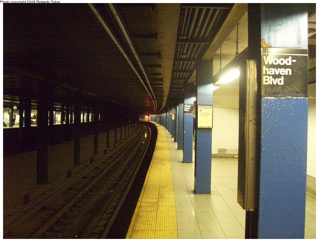 (261k, 1044x791)<br><b>Country:</b> United States<br><b>City:</b> New York<br><b>System:</b> New York City Transit<br><b>Line:</b> IND Queens Boulevard Line<br><b>Location:</b> Woodhaven Boulevard/Queens Mall <br><b>Photo by:</b> Roberto C. Tobar<br><b>Date:</b> 12/20/2008<br><b>Viewed (this week/total):</b> 6 / 1840