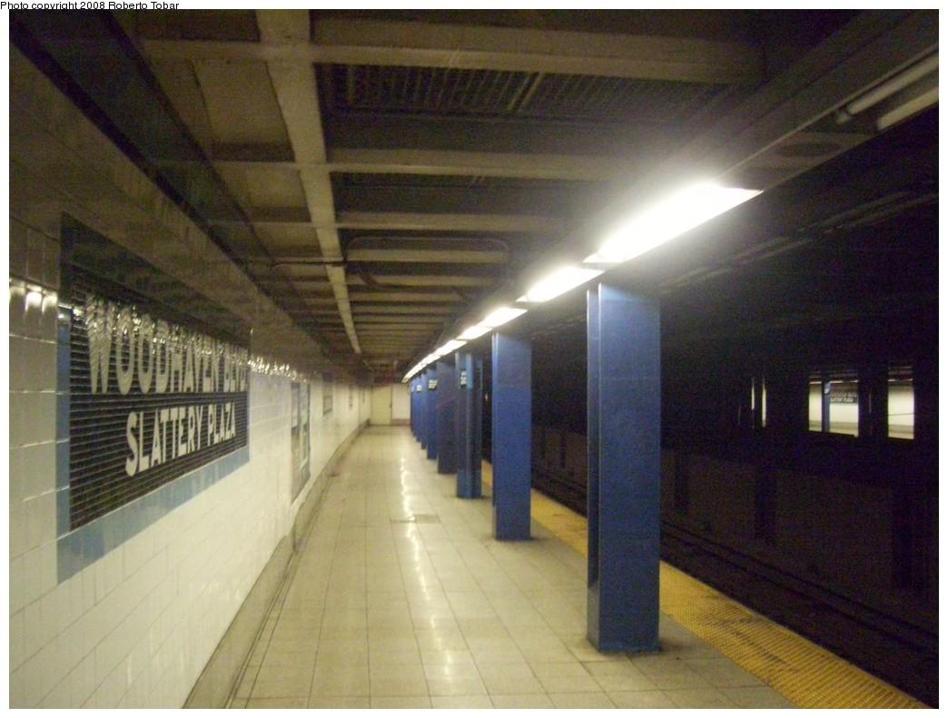 (195k, 1044x791)<br><b>Country:</b> United States<br><b>City:</b> New York<br><b>System:</b> New York City Transit<br><b>Line:</b> IND Queens Boulevard Line<br><b>Location:</b> Woodhaven Boulevard/Queens Mall <br><b>Photo by:</b> Roberto C. Tobar<br><b>Date:</b> 12/20/2008<br><b>Viewed (this week/total):</b> 4 / 1535