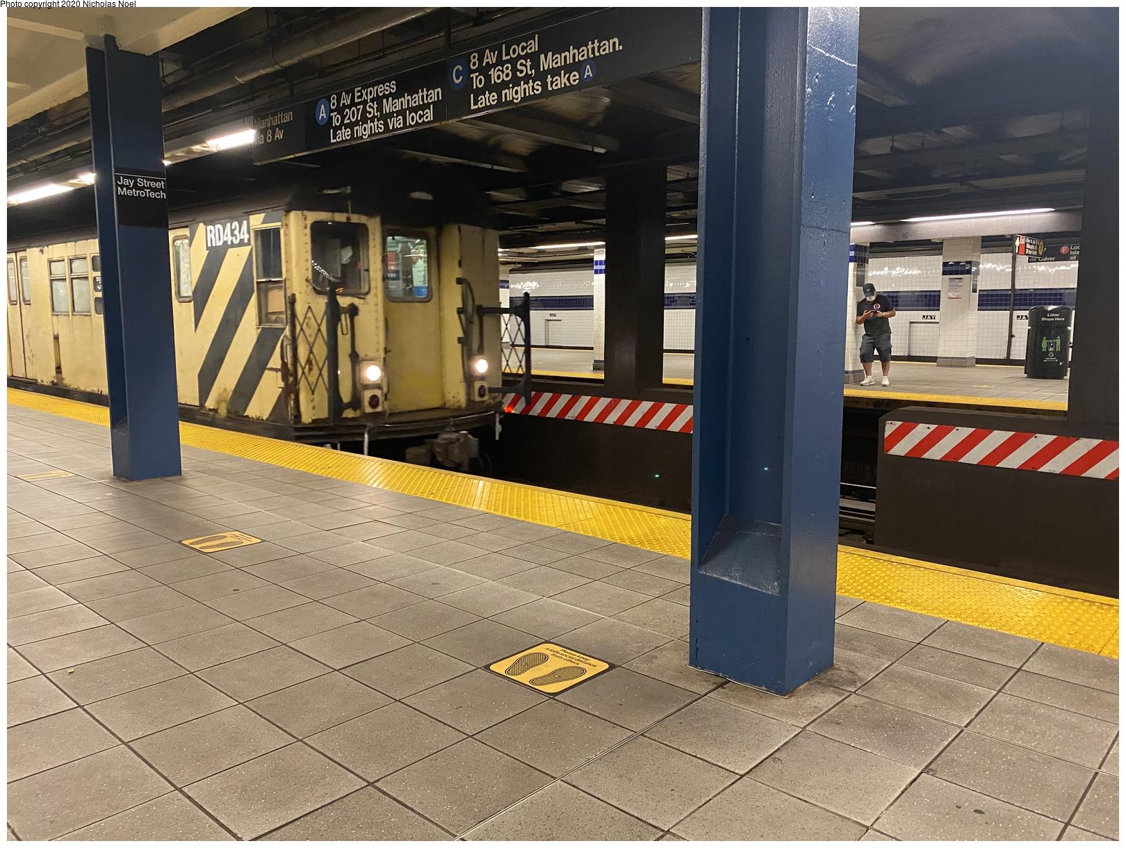(314k, 1027x1044)<br><b>Country:</b> United States<br><b>City:</b> New York<br><b>System:</b> New York City Transit<br><b>Line:</b> IRT White Plains Road Line<br><b>Location:</b> 238th Street (Nereid Avenue) <br><b>Car:</b> Low-V  <br><b>Photo by:</b> Joel Shanus<br><b>Notes:</b> View north to 239th St yard leads/tower circa 1960.<br><b>Viewed (this week/total):</b> 0 / 2237