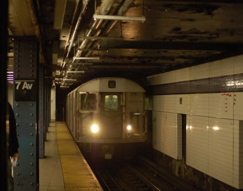 (203k, 1024x807)<br><b>Country:</b> United States<br><b>City:</b> New York<br><b>System:</b> New York City Transit<br><b>Line:</b> IND Queens Boulevard Line<br><b>Location:</b> 7th Avenue/53rd Street <br><b>Route:</b> E<br><b>Car:</b> R-32 (Budd, 1964)  3655 <br><b>Photo by:</b> Brian Weinberg<br><b>Date:</b> 12/22/2008<br><b>Viewed (this week/total):</b> 0 / 1770