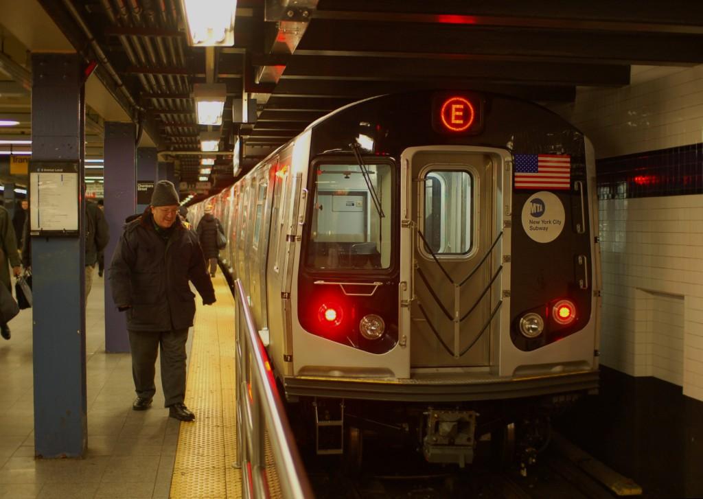 (205k, 1024x727)<br><b>Country:</b> United States<br><b>City:</b> New York<br><b>System:</b> New York City Transit<br><b>Line:</b> IND 8th Avenue Line<br><b>Location:</b> Chambers Street/World Trade Center <br><b>Route:</b> E<br><b>Car:</b> R-160A (Option 1) (Alstom, 2008-2009, 5 car sets)  9238 <br><b>Photo by:</b> Brian Weinberg<br><b>Date:</b> 12/22/2008<br><b>Notes:</b> First R-160 revenue run on the (E).<br><b>Viewed (this week/total):</b> 1 / 1714