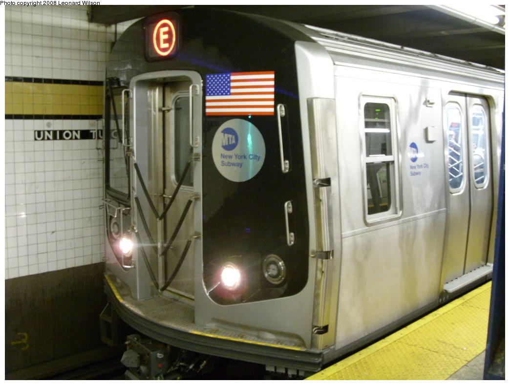 (221k, 1044x788)<br><b>Country:</b> United States<br><b>City:</b> New York<br><b>System:</b> New York City Transit<br><b>Line:</b> IND Queens Boulevard Line<br><b>Location:</b> Union Turnpike/Kew Gardens <br><b>Route:</b> E<br><b>Car:</b> R-160A (Option 1) (Alstom, 2008-2009, 5 car sets)   <br><b>Photo by:</b> Leonard Wilson<br><b>Date:</b> 12/23/2008<br><b>Viewed (this week/total):</b> 5 / 2161