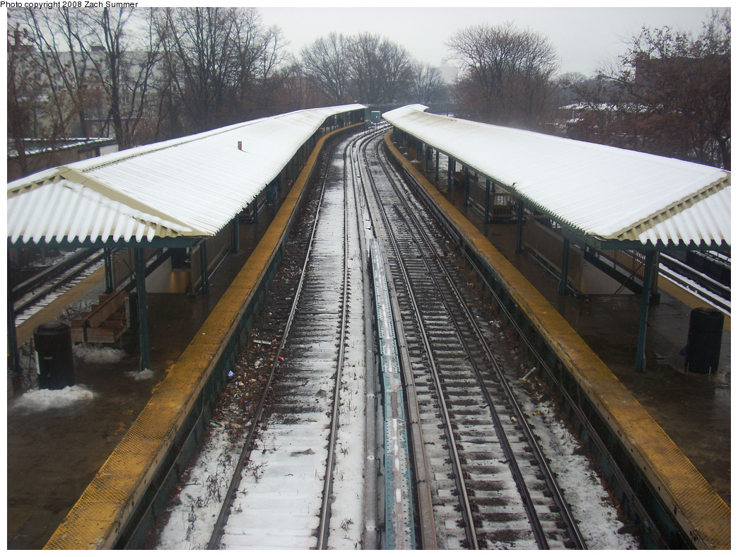(324k, 1044x788)<br><b>Country:</b> United States<br><b>City:</b> New York<br><b>System:</b> New York City Transit<br><b>Line:</b> BMT Brighton Line<br><b>Location:</b> Sheepshead Bay <br><b>Photo by:</b> Zach Summer<br><b>Date:</b> 12/21/2008<br><b>Notes:</b> View from new overpass; installed to ease crowding during Avenue U/Neck Road reconstruction.<br><b>Viewed (this week/total):</b> 1 / 1178
