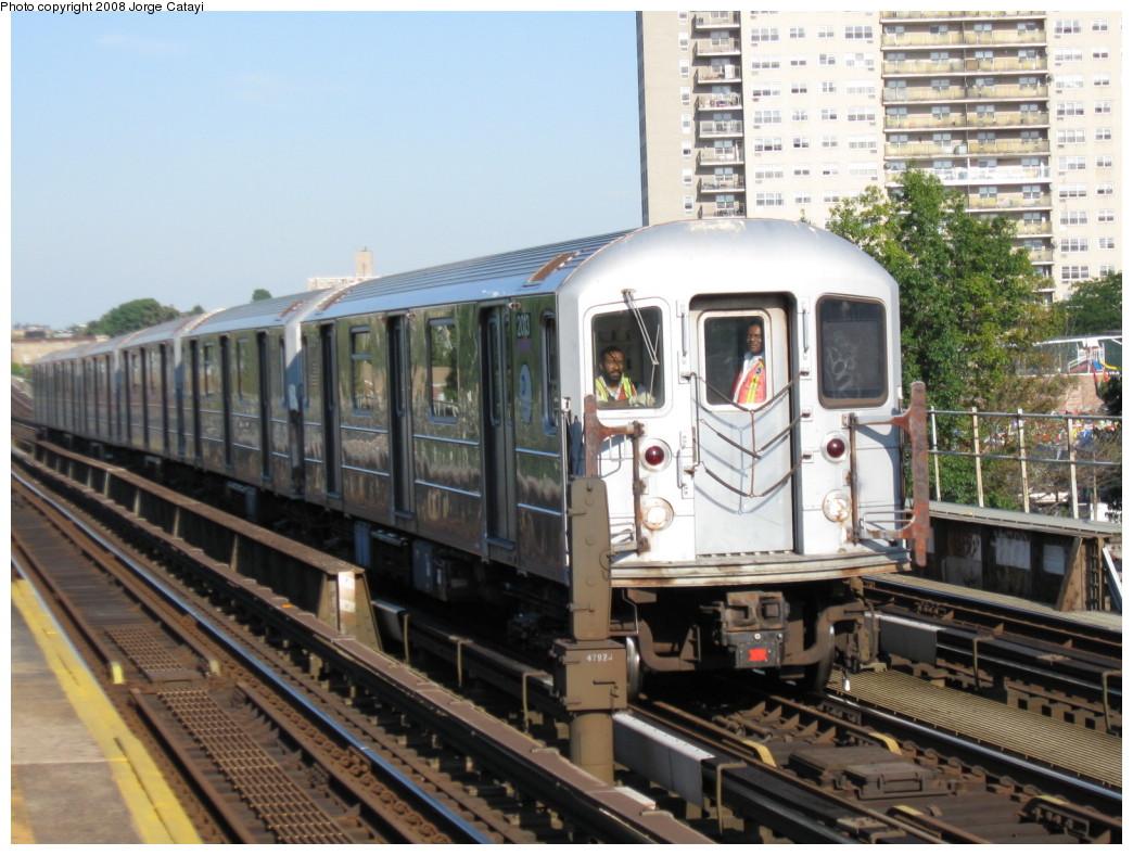(227k, 1044x788)<br><b>Country:</b> United States<br><b>City:</b> New York<br><b>System:</b> New York City Transit<br><b>Line:</b> IRT Pelham Line<br><b>Location:</b> Morrison/Soundview Aves. <br><b>Car:</b> R-62A (Bombardier, 1984-1987)  2013 <br><b>Photo by:</b> Jorge Catayi<br><b>Date:</b> 9/21/2008<br><b>Viewed (this week/total):</b> 2 / 2125
