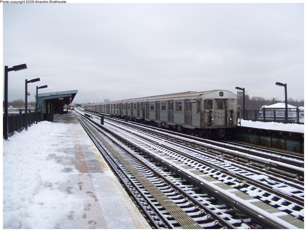 (233k, 1044x791)<br><b>Country:</b> United States<br><b>City:</b> New York<br><b>System:</b> New York City Transit<br><b>Line:</b> BMT Culver Line<br><b>Location:</b> Bay Parkway (22nd Avenue) <br><b>Route:</b> F<br><b>Car:</b> R-32 (Budd, 1964)  3828 <br><b>Photo by:</b> Aliandro Brathwaite<br><b>Date:</b> 12/20/2008<br><b>Viewed (this week/total):</b> 3 / 1412