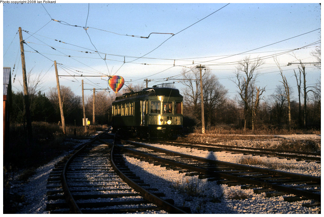 (301k, 1044x700)<br><b>Country:</b> Canada<br><b>City:</b> Toronto<br><b>System:</b> Halton County Radial Railway <br><b>Photo by:</b> Ian Folkard<br><b>Date:</b> 11/1981<br><b>Notes:</b> Montreal and Southern Counties 107 and a balloon.<br><b>Viewed (this week/total):</b> 0 / 588