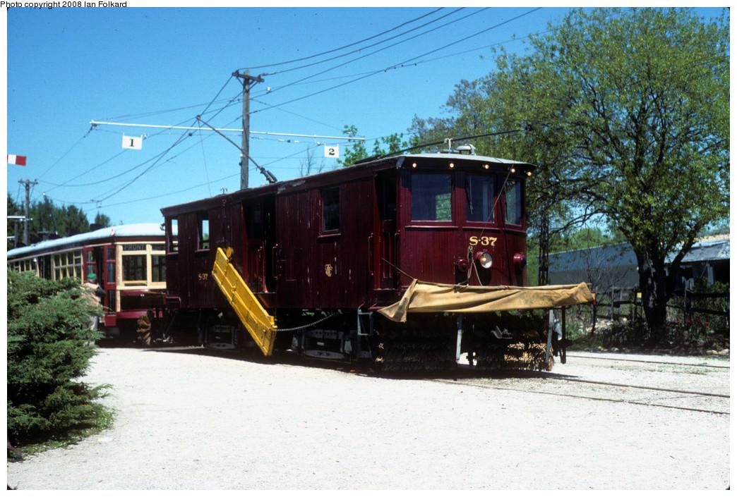 (287k, 1044x705)<br><b>Country:</b> Canada<br><b>City:</b> Toronto<br><b>System:</b> Halton County Radial Railway <br><b>Photo by:</b> Ian Folkard<br><b>Date:</b> 6/1995<br><b>Notes:</b> S37 at the station.<br><b>Viewed (this week/total):</b> 0 / 693
