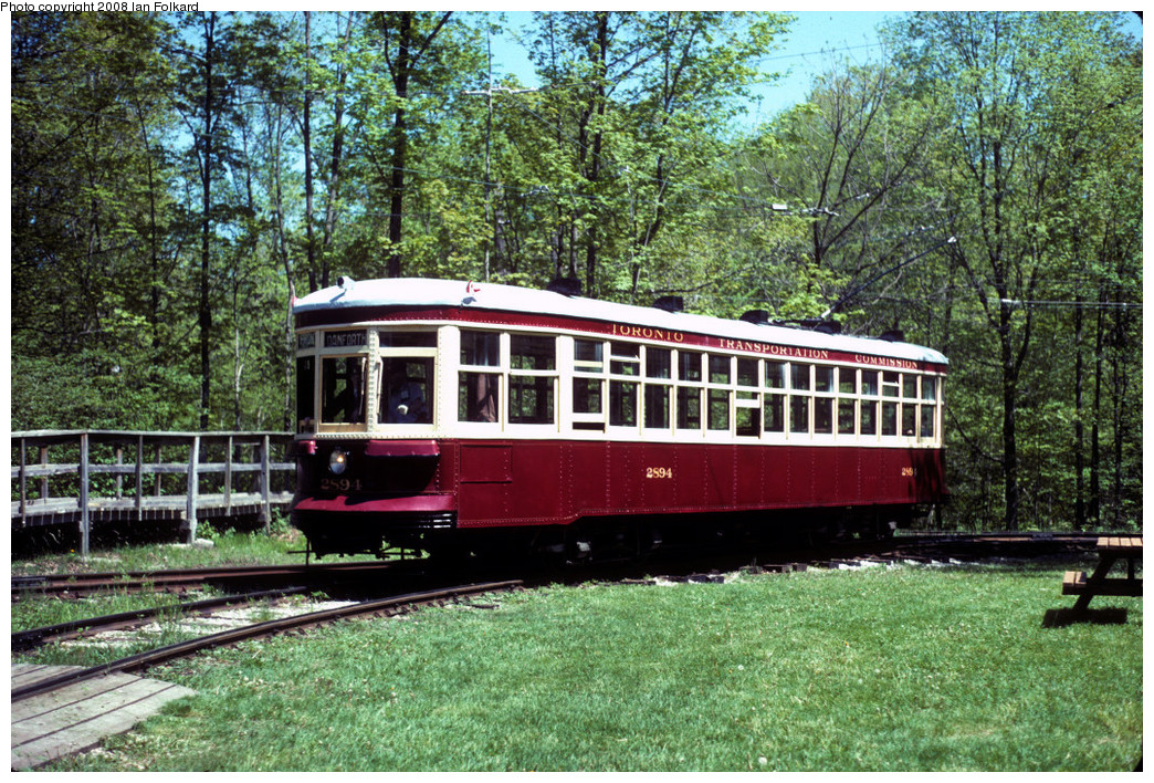 (434k, 1044x708)<br><b>Country:</b> Canada<br><b>City:</b> Toronto<br><b>System:</b> Halton County Radial Railway <br><b>Photo by:</b> Ian Folkard<br><b>Date:</b> 6/1995<br><b>Notes:</b> 2894 entering East End Loop.<br><b>Viewed (this week/total):</b> 3 / 607