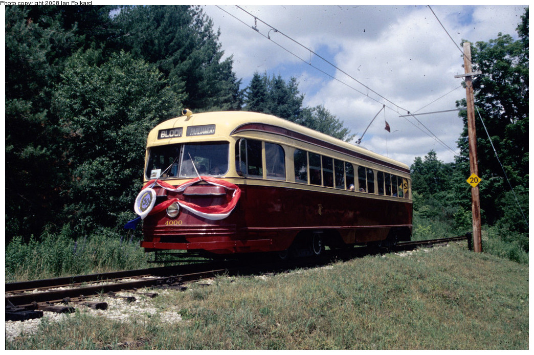 (320k, 1044x694)<br><b>Country:</b> Canada<br><b>City:</b> Toronto<br><b>System:</b> Halton County Radial Railway <br><b>Photo by:</b> Ian Folkard<br><b>Date:</b> 7/10/2004<br><b>Notes:</b> PCC 400 approaching west end loop, OERHA 50th anniversary.<br><b>Viewed (this week/total):</b> 1 / 641