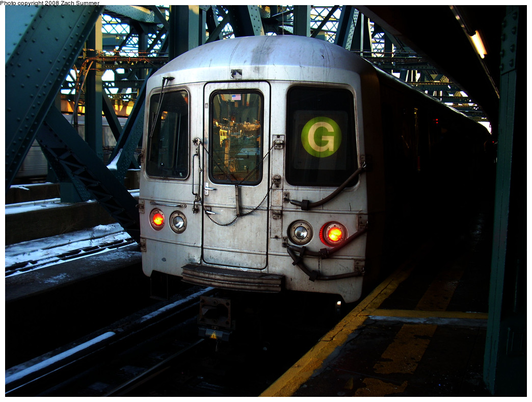 (249k, 1044x788)<br><b>Country:</b> United States<br><b>City:</b> New York<br><b>System:</b> New York City Transit<br><b>Line:</b> IND Crosstown Line<br><b>Location:</b> Smith/9th Street <br><b>Route:</b> G<br><b>Car:</b> R-46 (Pullman-Standard, 1974-75) 5730 <br><b>Photo by:</b> Zach Summer<br><b>Date:</b> 12/21/2008<br><b>Viewed (this week/total):</b> 2 / 1341