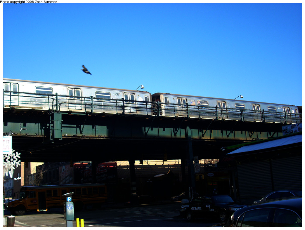 (211k, 1044x788)<br><b>Country:</b> United States<br><b>City:</b> New York<br><b>System:</b> New York City Transit<br><b>Line:</b> BMT Brighton Line<br><b>Location:</b> Brighton Beach <br><b>Route:</b> B Layup<br><b>Car:</b> R-68 (Westinghouse-Amrail, 1986-1988)  2882/2836 <br><b>Photo by:</b> Zach Summer<br><b>Date:</b> 12/22/2008<br><b>Viewed (this week/total):</b> 1 / 1646