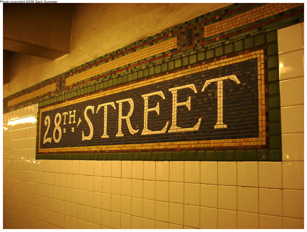 (282k, 1044x788)<br><b>Country:</b> United States<br><b>City:</b> New York<br><b>System:</b> New York City Transit<br><b>Line:</b> BMT Broadway Line<br><b>Location:</b> 28th Street <br><b>Photo by:</b> Zach Summer<br><b>Date:</b> 12/23/2008<br><b>Viewed (this week/total):</b> 2 / 997