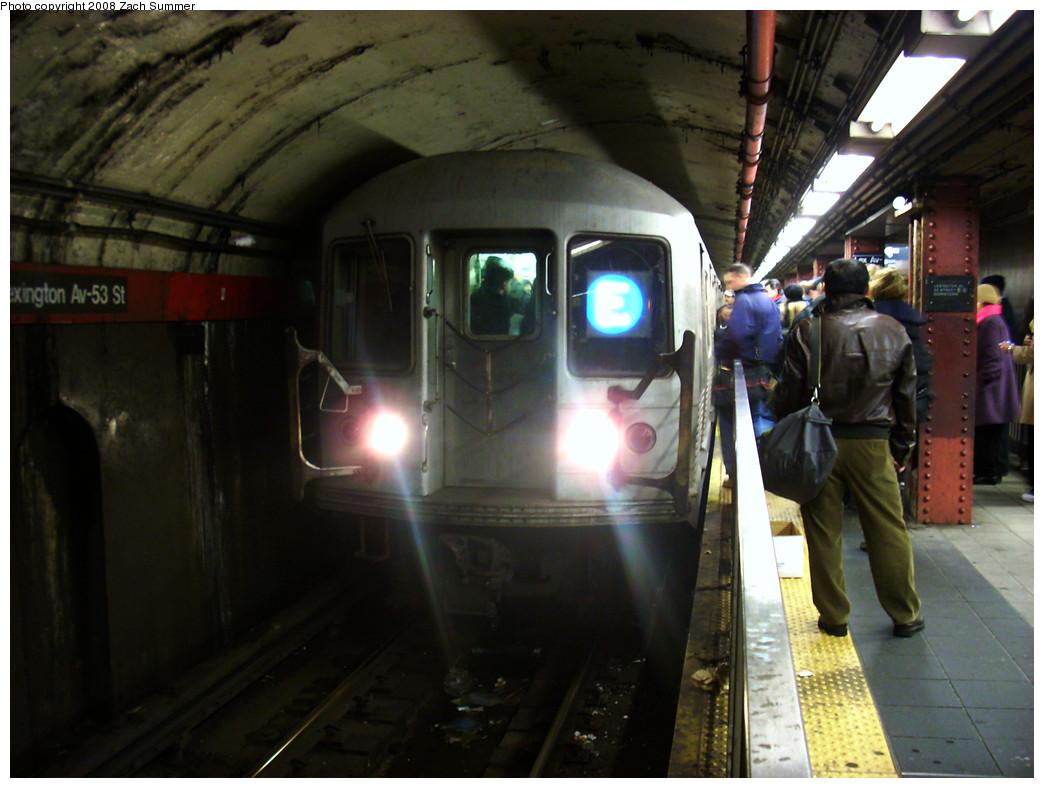 (238k, 1044x788)<br><b>Country:</b> United States<br><b>City:</b> New York<br><b>System:</b> New York City Transit<br><b>Line:</b> IND Queens Boulevard Line<br><b>Location:</b> Lexington Avenue-53rd Street <br><b>Route:</b> E<br><b>Car:</b> R-42 (St. Louis, 1969-1970)   <br><b>Photo by:</b> Zach Summer<br><b>Date:</b> 12/23/2008<br><b>Viewed (this week/total):</b> 0 / 1908