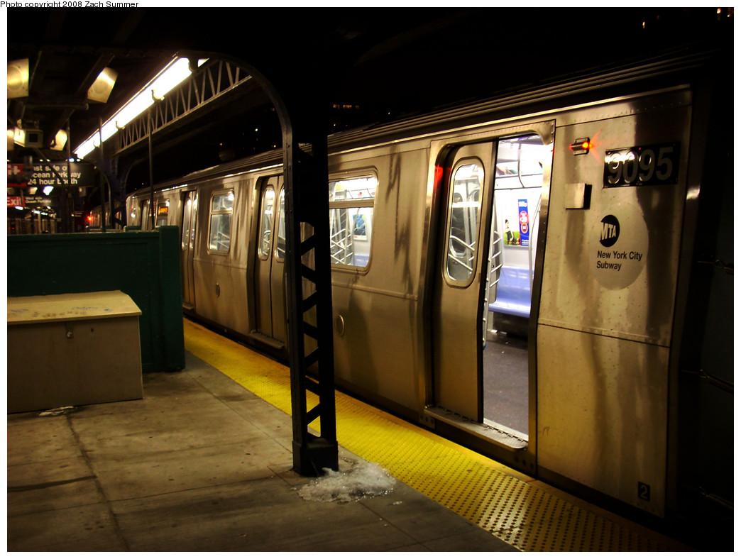(239k, 1044x788)<br><b>Country:</b> United States<br><b>City:</b> New York<br><b>System:</b> New York City Transit<br><b>Line:</b> BMT Brighton Line<br><b>Location:</b> Ocean Parkway <br><b>Route:</b> Q<br><b>Car:</b> R-160B (Option 1) (Kawasaki, 2008-2009)  9095 <br><b>Photo by:</b> Zach Summer<br><b>Date:</b> 12/23/2008<br><b>Viewed (this week/total):</b> 0 / 1929