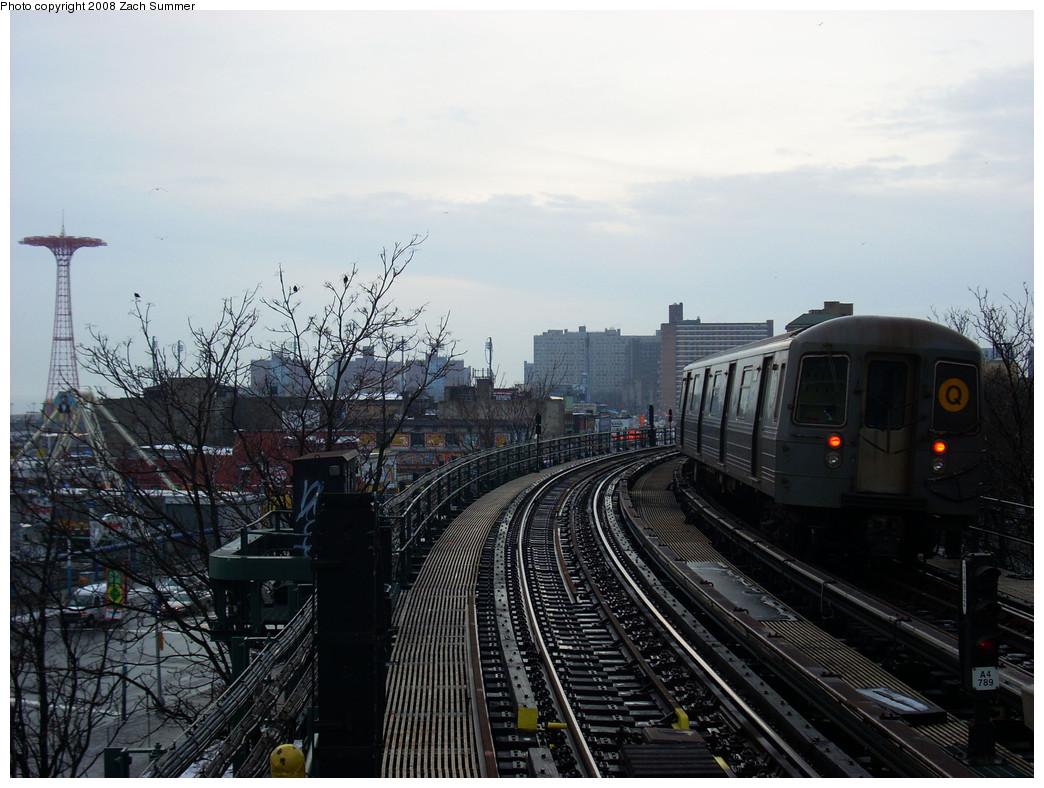 (256k, 1044x788)<br><b>Country:</b> United States<br><b>City:</b> New York<br><b>System:</b> New York City Transit<br><b>Line:</b> BMT Brighton Line<br><b>Location:</b> West 8th Street <br><b>Route:</b> Q<br><b>Car:</b> R-68A (Kawasaki, 1988-1989)  5080 <br><b>Photo by:</b> Zach Summer<br><b>Date:</b> 12/24/2008<br><b>Viewed (this week/total):</b> 0 / 1432