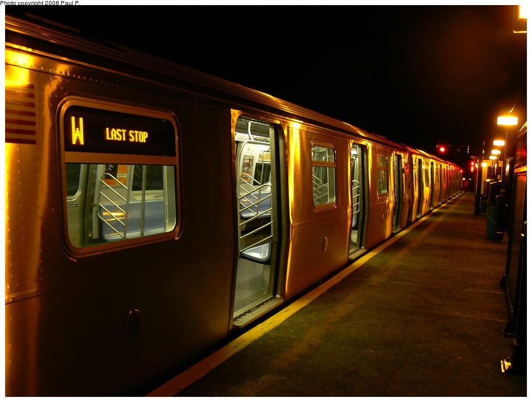 (207k, 1044x788)<br><b>Country:</b> United States<br><b>City:</b> New York<br><b>System:</b> New York City Transit<br><b>Line:</b> BMT Astoria Line<br><b>Location:</b> Ditmars Boulevard <br><b>Route:</b> W<br><b>Car:</b> R-160A/R-160B Series (Number Unknown)  <br><b>Photo by:</b> Paul P.<br><b>Date:</b> 10/31/2008<br><b>Viewed (this week/total):</b> 0 / 2992
