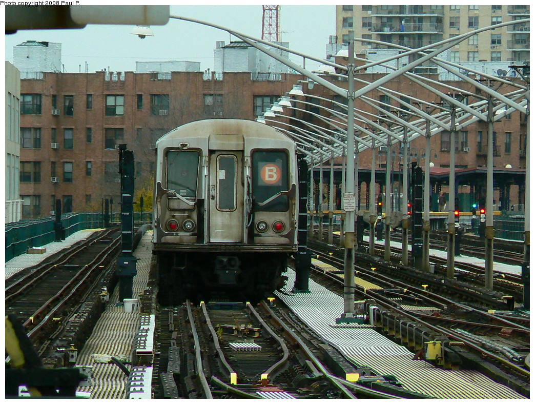 (355k, 1044x788)<br><b>Country:</b> United States<br><b>City:</b> New York<br><b>System:</b> New York City Transit<br><b>Line:</b> BMT Brighton Line<br><b>Location:</b> Brighton Beach <br><b>Route:</b> B layup<br><b>Car:</b> R-40 (St. Louis, 1968)   <br><b>Photo by:</b> Paul P.<br><b>Date:</b> 11/3/2008<br><b>Viewed (this week/total):</b> 5 / 1656