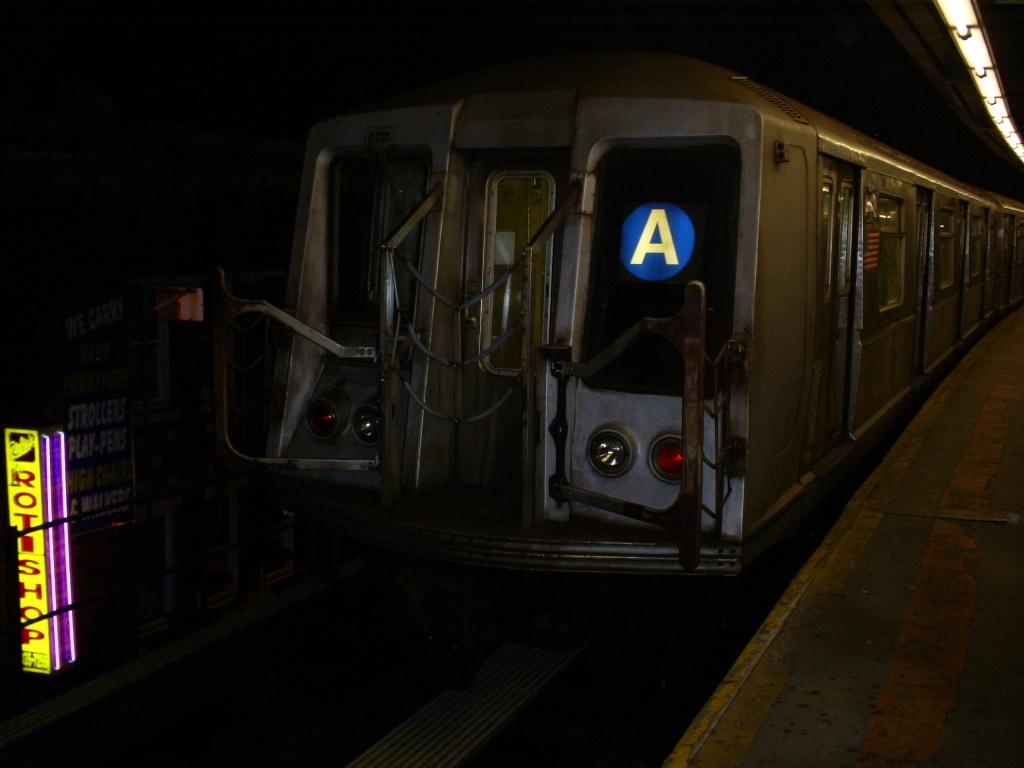 (242k, 1024x768)<br><b>Country:</b> United States<br><b>City:</b> New York<br><b>System:</b> New York City Transit<br><b>Line:</b> IND Fulton Street Line<br><b>Location:</b> Lefferts Boulevard <br><b>Route:</b> A<br><b>Car:</b> R-40 (St. Louis, 1968)  4418 <br><b>Photo by:</b> Christopher Henderson<br><b>Date:</b> 10/30/2008<br><b>Viewed (this week/total):</b> 1 / 1062