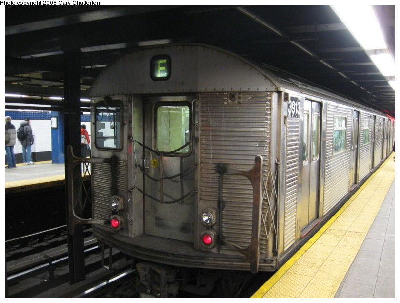 (130k, 820x620)<br><b>Country:</b> United States<br><b>City:</b> New York<br><b>System:</b> New York City Transit<br><b>Line:</b> IND Queens Boulevard Line<br><b>Location:</b> Roosevelt Avenue <br><b>Route:</b> F<br><b>Car:</b> R-32 (Budd, 1964)  3913 <br><b>Photo by:</b> Gary Chatterton<br><b>Date:</b> 12/23/2008<br><b>Viewed (this week/total):</b> 2 / 1476