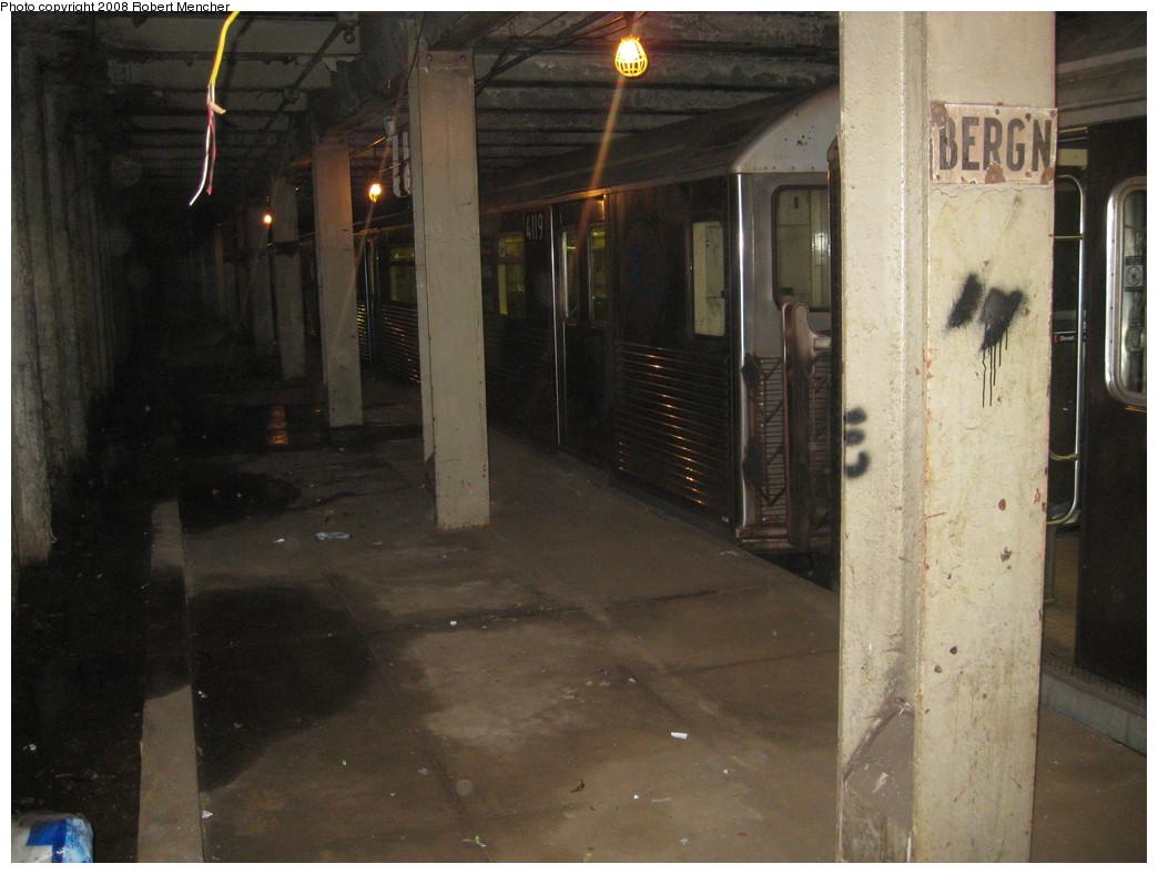 (201k, 1044x788)<br><b>Country:</b> United States<br><b>City:</b> New York<br><b>System:</b> New York City Transit<br><b>Line:</b> IND Crosstown Line<br><b>Location:</b> Bergen Street-Lower Level<br><b>Route:</b> A<br><b>Car:</b> R-38 (St. Louis, 1966-1967)  4119 <br><b>Photo by:</b> Robert Mencher<br><b>Date:</b> 12/27/2008<br><b>Notes:</b> G.O. layup/turnback.<br><b>Viewed (this week/total):</b> 3 / 3244