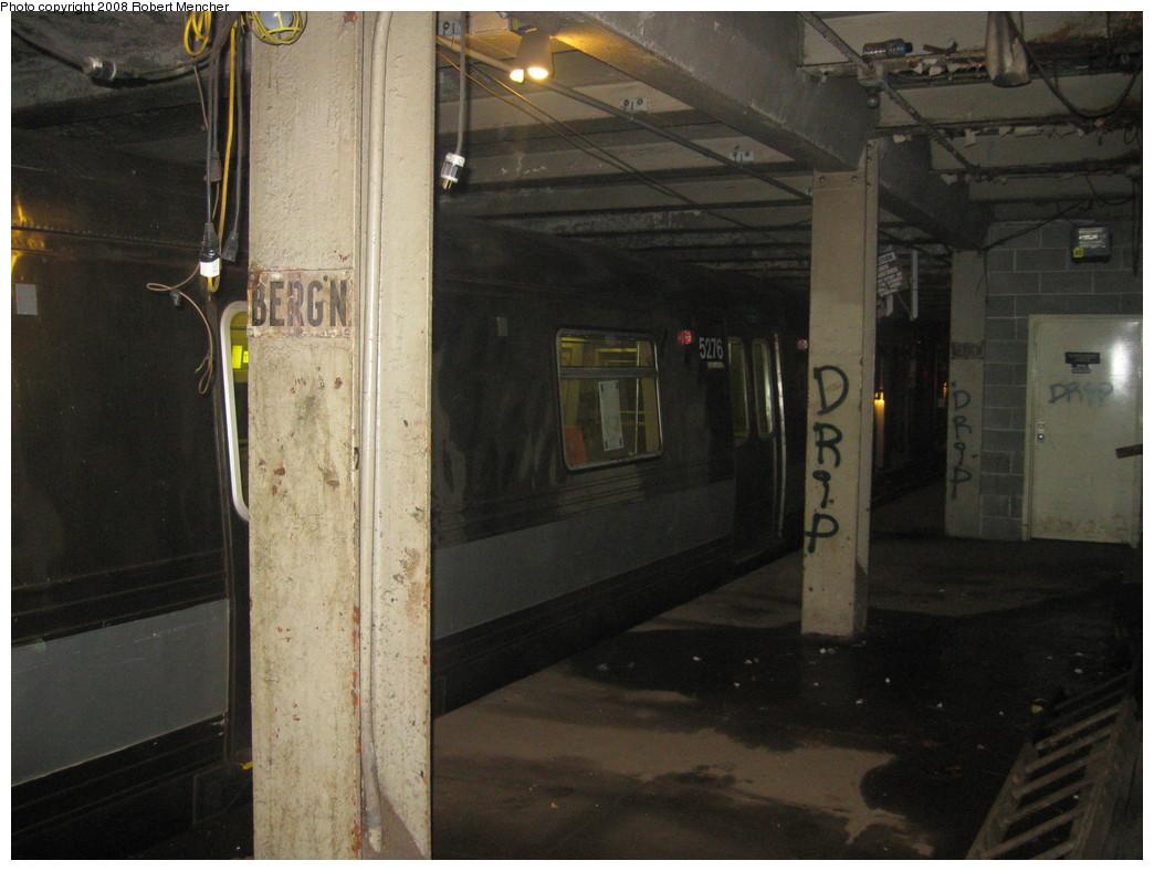 (199k, 1044x788)<br><b>Country:</b> United States<br><b>City:</b> New York<br><b>System:</b> New York City Transit<br><b>Line:</b> IND Crosstown Line<br><b>Location:</b> Bergen Street-Lower Level<br><b>Route:</b> A<br><b>Car:</b> R-44 (St. Louis, 1971-73) 5276 <br><b>Photo by:</b> Robert Mencher<br><b>Date:</b> 12/27/2008<br><b>Notes:</b> G.O. layup/turnback.<br><b>Viewed (this week/total):</b> 1 / 2920