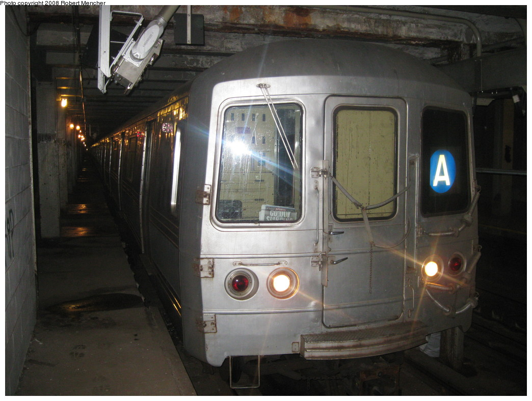 (198k, 1044x788)<br><b>Country:</b> United States<br><b>City:</b> New York<br><b>System:</b> New York City Transit<br><b>Line:</b> IND Crosstown Line<br><b>Location:</b> Bergen Street-Lower Level<br><b>Route:</b> A<br><b>Car:</b> R-44 (St. Louis, 1971-73) 5276 <br><b>Photo by:</b> Robert Mencher<br><b>Date:</b> 12/27/2008<br><b>Notes:</b> G.O. layup/turnback.<br><b>Viewed (this week/total):</b> 1 / 3592