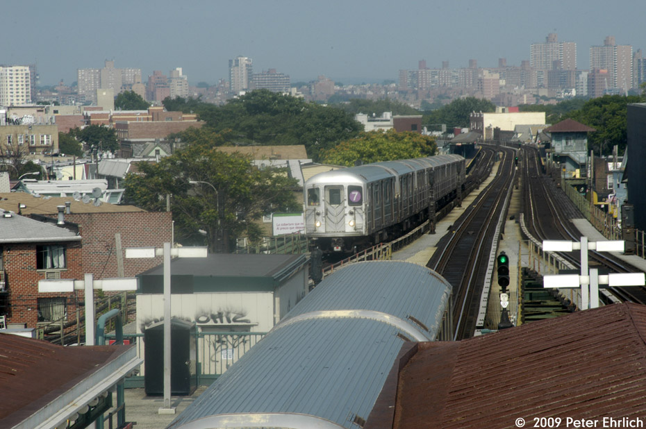 (211k, 930x618)<br><b>Country:</b> United States<br><b>City:</b> New York<br><b>System:</b> New York City Transit<br><b>Line:</b> IRT Flushing Line<br><b>Location:</b> Junction Boulevard <br><b>Route:</b> 7<br><b>Car:</b> R-62A (Bombardier, 1984-1987)   <br><b>Photo by:</b> Peter Ehrlich<br><b>Date:</b> 7/22/2009<br><b>Notes:</b> Inbound. With outbound express leaving.<br><b>Viewed (this week/total):</b> 0 / 1165