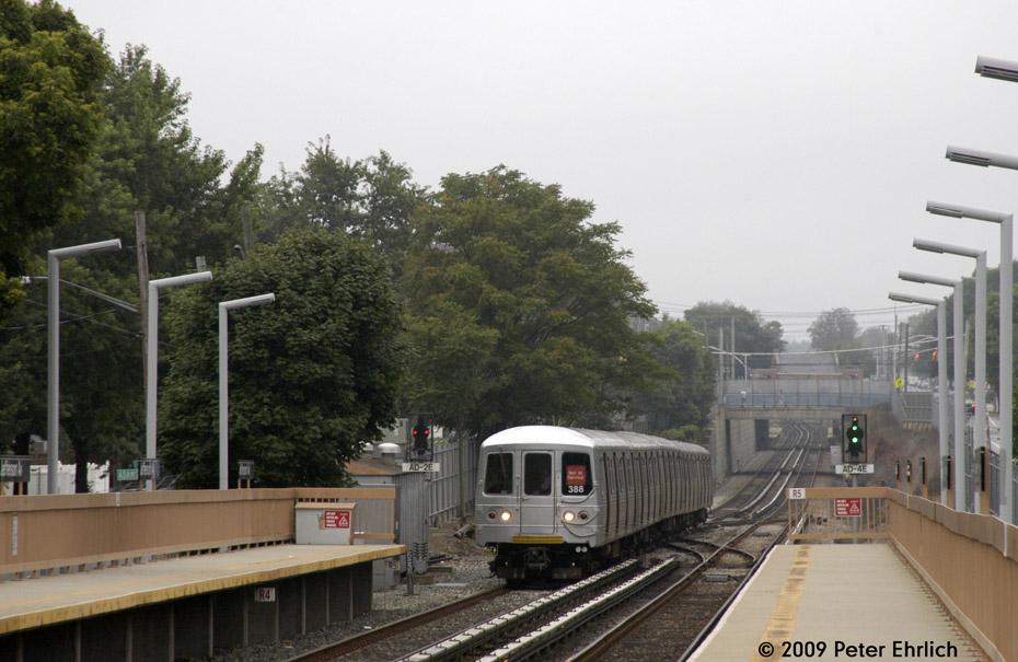 (186k, 930x605)<br><b>Country:</b> United States<br><b>City:</b> New York<br><b>System:</b> New York City Transit<br><b>Line:</b> SIRT<br><b>Location:</b> Jefferson Avenue <br><b>Car:</b> R-44 SIRT (St. Louis, 1971-1973) 388 <br><b>Photo by:</b> Peter Ehrlich<br><b>Date:</b> 7/29/2009<br><b>Notes:</b> Inbound<br><b>Viewed (this week/total):</b> 0 / 1027