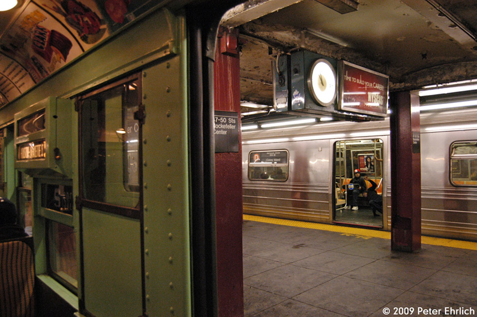 (224k, 930x618)<br><b>Country:</b> United States<br><b>City:</b> New York<br><b>System:</b> New York City Transit<br><b>Line:</b> IND 6th Avenue Line<br><b>Location:</b> 47-50th Street/Rockefeller Center <br><b>Route:</b> D<br><b>Car:</b> R-68 (Westinghouse-Amrail, 1986-1988)  2505 <br><b>Photo by:</b> Peter Ehrlich<br><b>Date:</b> 12/28/2008<br><b>Notes:</b> D Line inbound.  View from R4 484.<br><b>Viewed (this week/total):</b> 2 / 2019