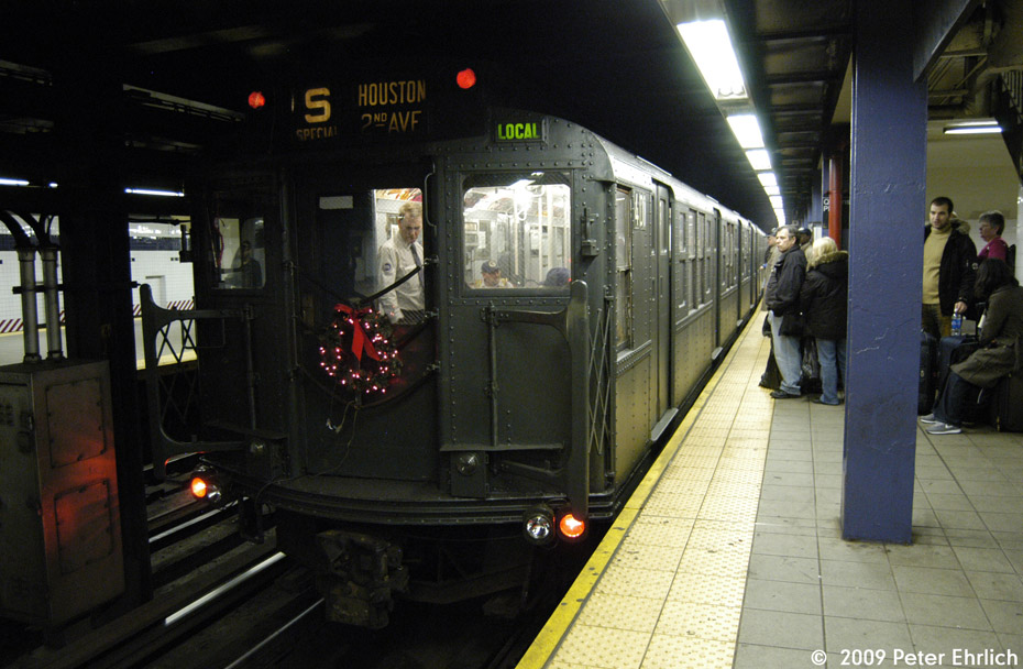 (195k, 930x608)<br><b>Country:</b> United States<br><b>City:</b> New York<br><b>System:</b> New York City Transit<br><b>Line:</b> IND Queens Boulevard Line<br><b>Location:</b> Queens Plaza <br><b>Route:</b> Museum Train Service (V)<br><b>Car:</b> R-4 (American Car & Foundry, 1932-1933) 401 <br><b>Photo by:</b> Peter Ehrlich<br><b>Date:</b> 12/28/2008<br><b>Viewed (this week/total):</b> 0 / 1223