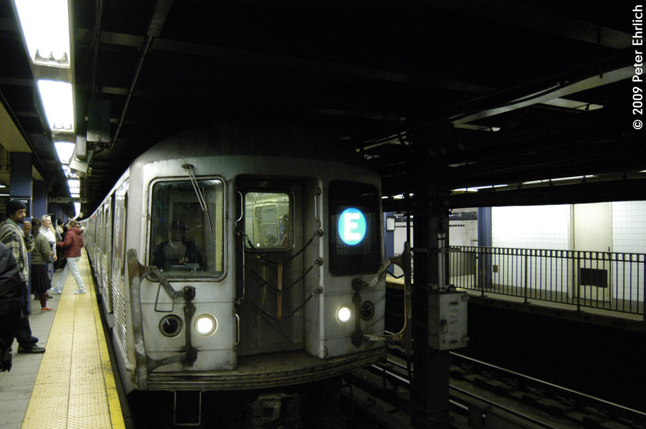 (174k, 930x618)<br><b>Country:</b> United States<br><b>City:</b> New York<br><b>System:</b> New York City Transit<br><b>Line:</b> IND Queens Boulevard Line<br><b>Location:</b> Queens Plaza <br><b>Route:</b> E<br><b>Car:</b> R-42 (St. Louis, 1969-1970)  4760 <br><b>Photo by:</b> Peter Ehrlich<br><b>Date:</b> 12/28/2008<br><b>Notes:</b> E Line inbound.<br><b>Viewed (this week/total):</b> 0 / 1799