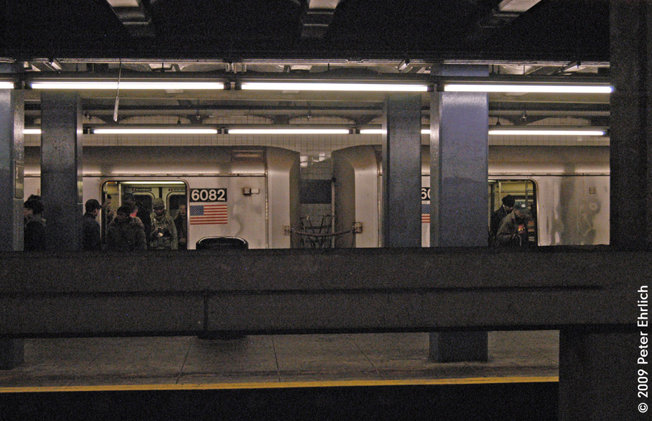 (228k, 930x601)<br><b>Country:</b> United States<br><b>City:</b> New York<br><b>System:</b> New York City Transit<br><b>Line:</b> IND 6th Avenue Line<br><b>Location:</b> 2nd Avenue <br><b>Route:</b> F<br><b>Car:</b> R-46 (Pullman-Standard, 1974-75) 6082 <br><b>Photo by:</b> Peter Ehrlich<br><b>Date:</b> 12/28/2008<br><b>Notes:</b> F Line outbound.<br><b>Viewed (this week/total):</b> 2 / 1559