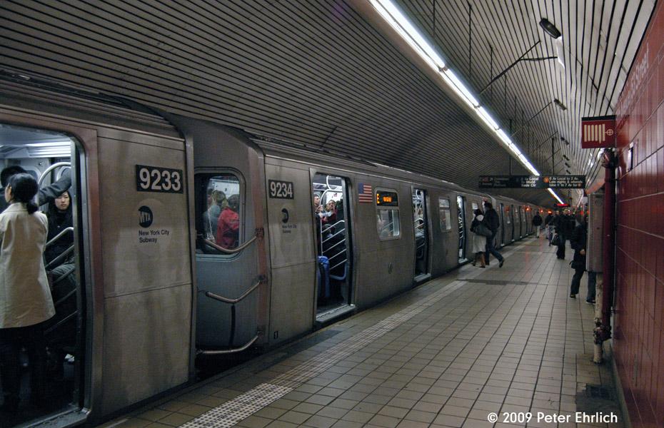 (247k, 930x600)<br><b>Country:</b> United States<br><b>City:</b> New York<br><b>System:</b> New York City Transit<br><b>Line:</b> IND Queens Boulevard Line<br><b>Location:</b> 5th Avenue/53rd Street <br><b>Route:</b> E<br><b>Car:</b> R-160A (Option 1) (Alstom, 2008-2009, 5 car sets)  9234 <br><b>Photo by:</b> Peter Ehrlich<br><b>Date:</b> 12/28/2008<br><b>Notes:</b> E Line inbound.<br><b>Viewed (this week/total):</b> 0 / 2576