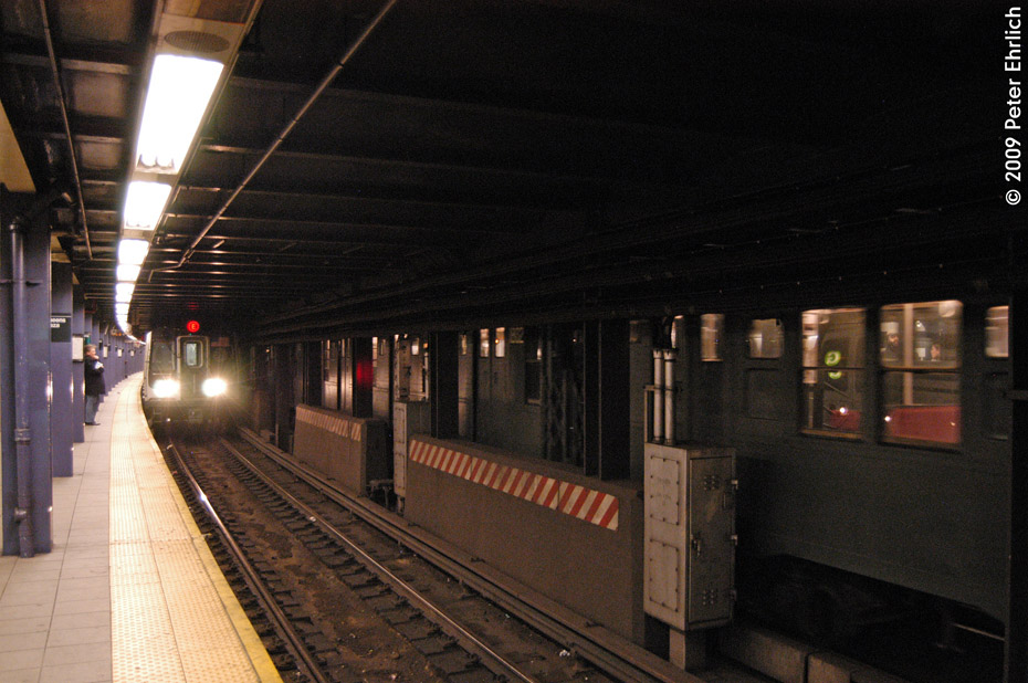 (200k, 930x618)<br><b>Country:</b> United States<br><b>City:</b> New York<br><b>System:</b> New York City Transit<br><b>Line:</b> IND Queens Boulevard Line<br><b>Location:</b> Queens Plaza <br><b>Route:</b> E<br><b>Car:</b> R-160A (Option 1) (Alstom, 2008-2009, 5 car sets)  9242 <br><b>Photo by:</b> Peter Ehrlich<br><b>Date:</b> 12/28/2008<br><b>Notes:</b> E Line outbound.  With R6 1300 inbound.<br><b>Viewed (this week/total):</b> 0 / 2160