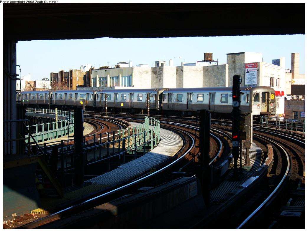 (277k, 1044x788)<br><b>Country:</b> United States<br><b>City:</b> New York<br><b>System:</b> New York City Transit<br><b>Line:</b> BMT Brighton Line<br><b>Location:</b> Brighton Beach <br><b>Route:</b> Q<br><b>Car:</b> R-68A (Kawasaki, 1988-1989)  5044 <br><b>Photo by:</b> Zach Summer<br><b>Date:</b> 12/25/2008<br><b>Viewed (this week/total):</b> 0 / 1424