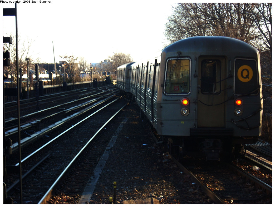 (266k, 1044x788)<br><b>Country:</b> United States<br><b>City:</b> New York<br><b>System:</b> New York City Transit<br><b>Line:</b> BMT Brighton Line<br><b>Location:</b> Kings Highway <br><b>Route:</b> Q<br><b>Car:</b> R-68A (Kawasaki, 1988-1989)   <br><b>Photo by:</b> Zach Summer<br><b>Date:</b> 12/25/2008<br><b>Notes:</b> Switching from local to express track.<br><b>Viewed (this week/total):</b> 0 / 1527
