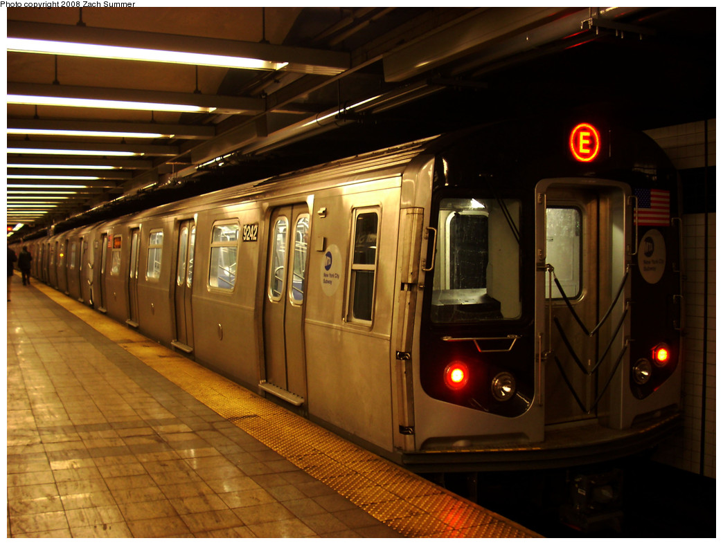 (259k, 1044x788)<br><b>Country:</b> United States<br><b>City:</b> New York<br><b>System:</b> New York City Transit<br><b>Line:</b> IND 8th Avenue Line<br><b>Location:</b> Canal Street-Holland Tunnel <br><b>Route:</b> E<br><b>Car:</b> R-160A (Option 1) (Alstom, 2008-2009, 5 car sets)  9242 <br><b>Photo by:</b> Zach Summer<br><b>Date:</b> 12/26/2008<br><b>Viewed (this week/total):</b> 0 / 1916