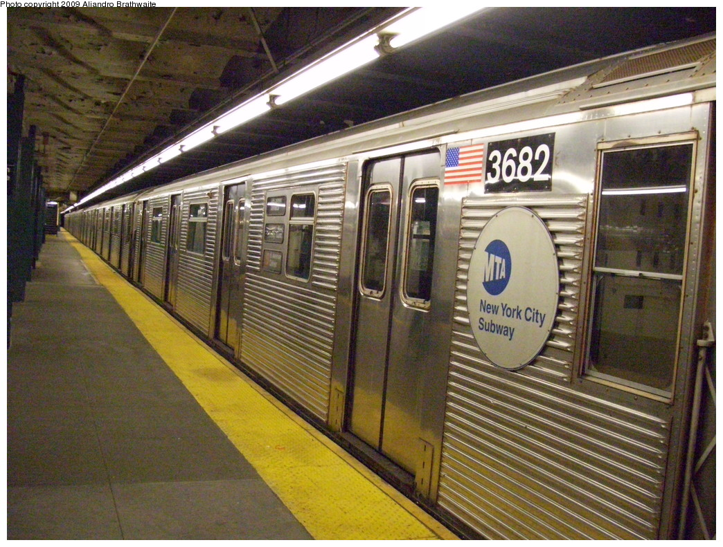 (300k, 1044x791)<br><b>Country:</b> United States<br><b>City:</b> New York<br><b>System:</b> New York City Transit<br><b>Line:</b> IND Crosstown Line<br><b>Location:</b> Church Avenue <br><b>Route:</b> F<br><b>Car:</b> R-32 (Budd, 1964)  3682 <br><b>Photo by:</b> Aliandro Brathwaite<br><b>Date:</b> 12/20/2008<br><b>Viewed (this week/total):</b> 0 / 1429