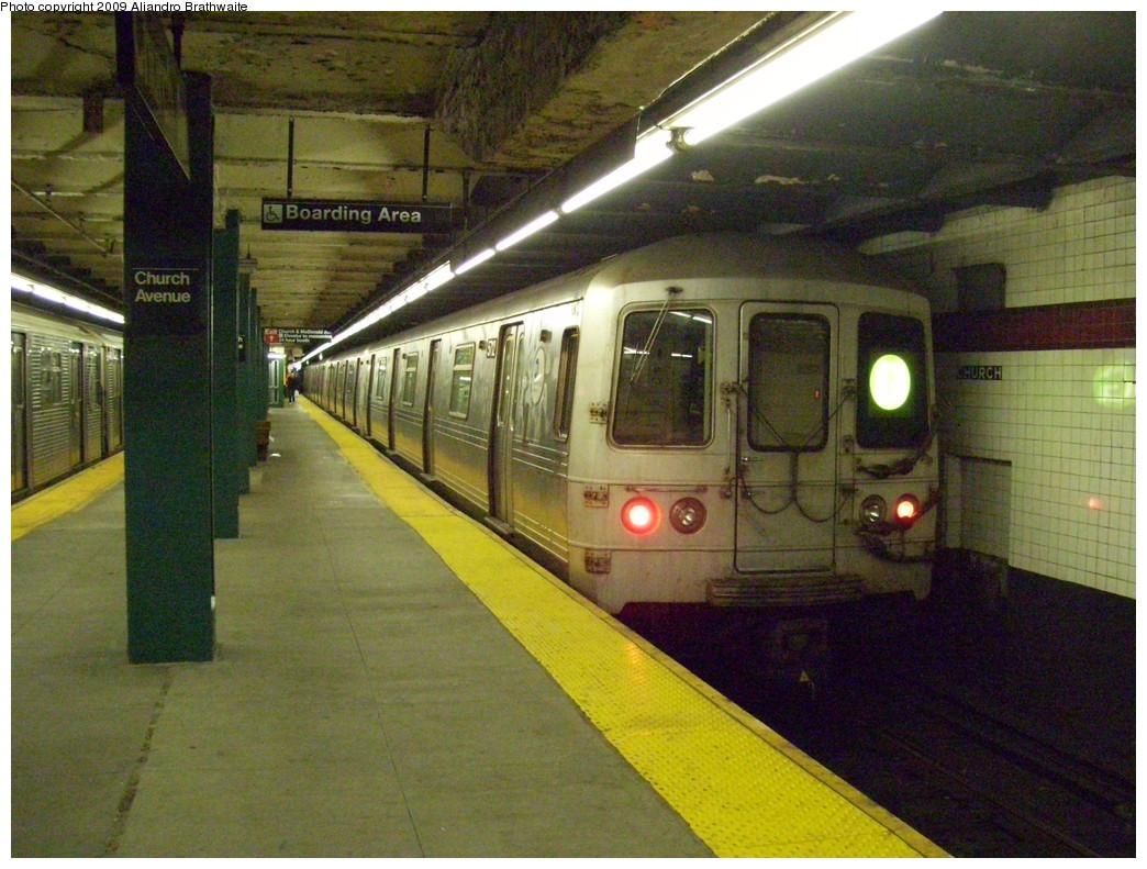 (266k, 1044x791)<br><b>Country:</b> United States<br><b>City:</b> New York<br><b>System:</b> New York City Transit<br><b>Line:</b> IND Crosstown Line<br><b>Location:</b> Church Avenue <br><b>Route:</b> G<br><b>Car:</b> R-46 (Pullman-Standard, 1974-75) 5712 <br><b>Photo by:</b> Aliandro Brathwaite<br><b>Date:</b> 12/20/2008<br><b>Viewed (this week/total):</b> 0 / 1807