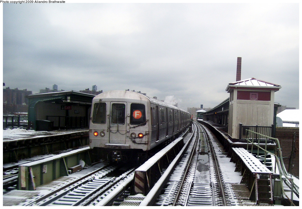 (243k, 1044x723)<br><b>Country:</b> United States<br><b>City:</b> New York<br><b>System:</b> New York City Transit<br><b>Line:</b> BMT Culver Line<br><b>Location:</b> Avenue X <br><b>Route:</b> F<br><b>Car:</b> R-46 (Pullman-Standard, 1974-75) 5748 <br><b>Photo by:</b> Aliandro Brathwaite<br><b>Date:</b> 12/20/2008<br><b>Viewed (this week/total):</b> 0 / 1540