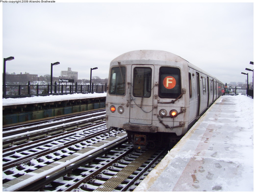 (222k, 1044x791)<br><b>Country:</b> United States<br><b>City:</b> New York<br><b>System:</b> New York City Transit<br><b>Line:</b> BMT Culver Line<br><b>Location:</b> Bay Parkway (22nd Avenue) <br><b>Route:</b> F<br><b>Car:</b> R-46 (Pullman-Standard, 1974-75) 5810 <br><b>Photo by:</b> Aliandro Brathwaite<br><b>Date:</b> 12/20/2008<br><b>Viewed (this week/total):</b> 2 / 1575