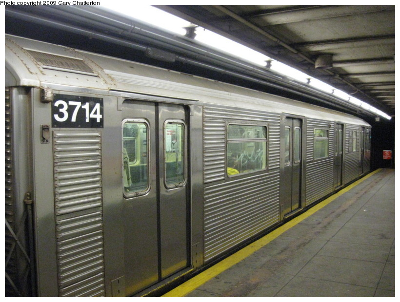 (150k, 820x620)<br><b>Country:</b> United States<br><b>City:</b> New York<br><b>System:</b> New York City Transit<br><b>Line:</b> IND 6th Avenue Line<br><b>Location:</b> 23rd Street <br><b>Route:</b> F<br><b>Car:</b> R-32 (Budd, 1964)  3714 <br><b>Photo by:</b> Gary Chatterton<br><b>Date:</b> 12/14/2008<br><b>Viewed (this week/total):</b> 0 / 1274