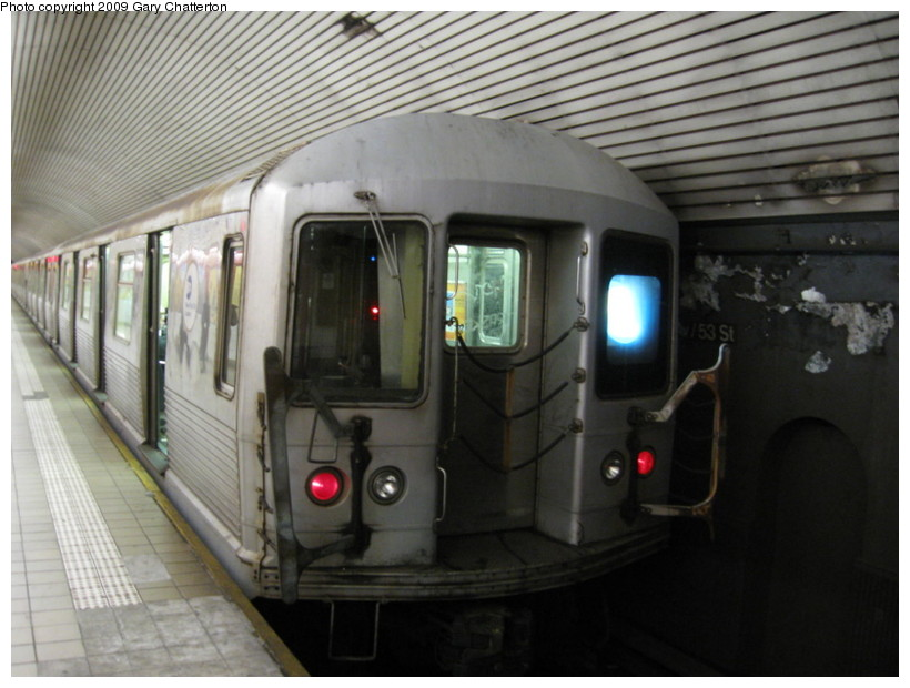 (123k, 820x620)<br><b>Country:</b> United States<br><b>City:</b> New York<br><b>System:</b> New York City Transit<br><b>Line:</b> IND Queens Boulevard Line<br><b>Location:</b> 5th Avenue/53rd Street <br><b>Route:</b> E<br><b>Car:</b> R-42 (St. Louis, 1969-1970)  4760 <br><b>Photo by:</b> Gary Chatterton<br><b>Date:</b> 12/14/2008<br><b>Viewed (this week/total):</b> 1 / 1694