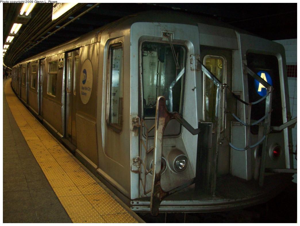 (198k, 1044x788)<br><b>Country:</b> United States<br><b>City:</b> New York<br><b>System:</b> New York City Transit<br><b>Line:</b> IND 8th Avenue Line<br><b>Location:</b> 207th Street <br><b>Route:</b> A<br><b>Car:</b> R-40 (St. Louis, 1968)  4272 <br><b>Photo by:</b> Glenn L. Rowe<br><b>Date:</b> 1/5/2009<br><b>Viewed (this week/total):</b> 2 / 1082