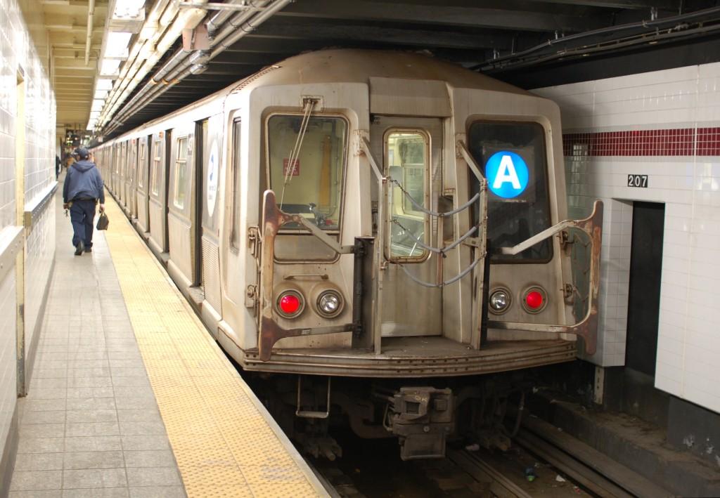 (231k, 1024x709)<br><b>Country:</b> United States<br><b>City:</b> New York<br><b>System:</b> New York City Transit<br><b>Line:</b> IND 8th Avenue Line<br><b>Location:</b> 207th Street <br><b>Route:</b> A<br><b>Car:</b> R-40 (St. Louis, 1968)  4317 <br><b>Photo by:</b> Brian Weinberg<br><b>Date:</b> 1/5/2009<br><b>Viewed (this week/total):</b> 3 / 1244