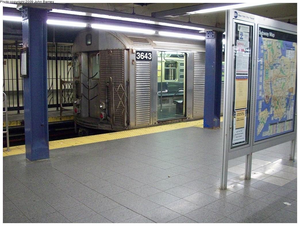 (270k, 1044x788)<br><b>Country:</b> United States<br><b>City:</b> New York<br><b>System:</b> New York City Transit<br><b>Line:</b> IND 8th Avenue Line<br><b>Location:</b> Chambers Street/World Trade Center <br><b>Route:</b> E<br><b>Car:</b> R-32 (Budd, 1964)  3643 <br><b>Photo by:</b> John Barnes<br><b>Date:</b> 12/19/2008<br><b>Viewed (this week/total):</b> 2 / 1389