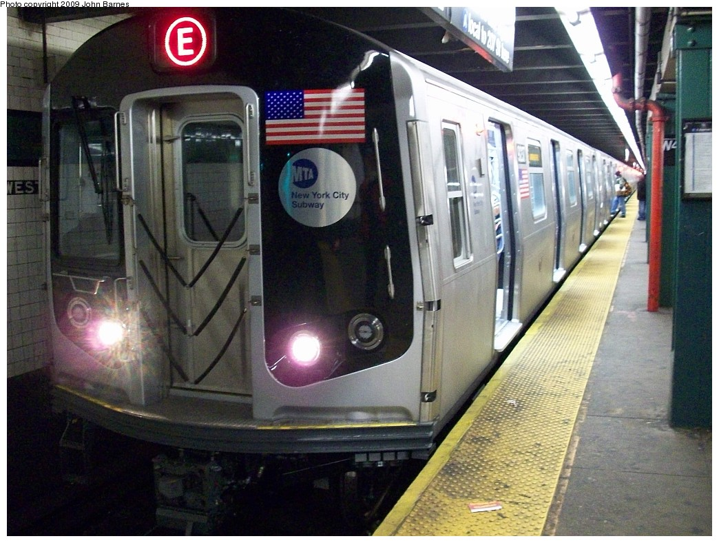 (247k, 1044x788)<br><b>Country:</b> United States<br><b>City:</b> New York<br><b>System:</b> New York City Transit<br><b>Line:</b> IND 8th Avenue Line<br><b>Location:</b> West 4th Street/Washington Square <br><b>Route:</b> E<br><b>Car:</b> R-160A (Option 1) (Alstom, 2008-2009, 5 car sets)  9237 <br><b>Photo by:</b> John Barnes<br><b>Date:</b> 12/23/2008<br><b>Viewed (this week/total):</b> 4 / 1938